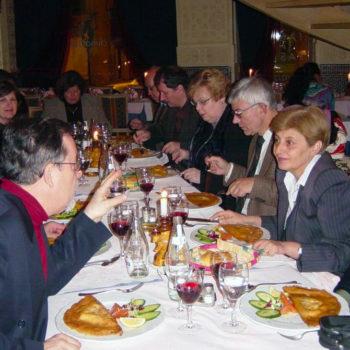 Representantes de Bulgaria, Polonia, Suecia, Alemania, Francia, Bélgica, Albania, Israel, Estados Unidos, Australia y los anfitriones belgas durante una cena.
